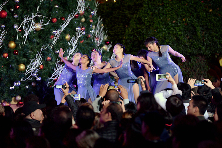 Harker performs at Santana Row Tree Lighting Ceremony